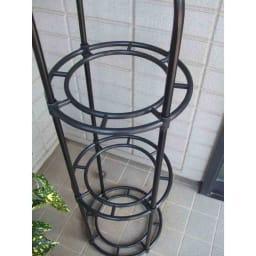 ローズオベリスク 220cm リングに鉢をひっかけることもできます
