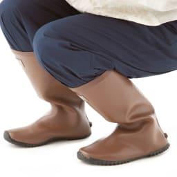 老舗ミツウマのガーデナーブーツ しゃがみこむのがラクなやわらかなゴム製。