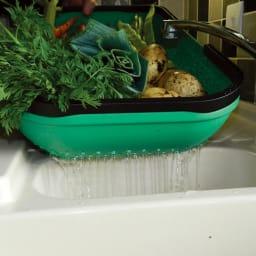 英国ガーランド社 ガーデントラグ 水抜き穴付きで野菜やツールの洗浄にも。
