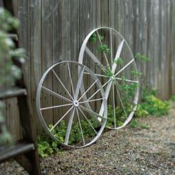 花だん用アイアンシリーズ アイアン車輪 大 (ア)アンティーク調ホワイト。使用例。お届けは大です。