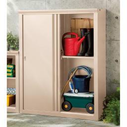 引き戸物置 吉谷さんコラボカラー・グレージュ 薄型ハイ 薄型タイプは家裏などの狭小スペースにも。