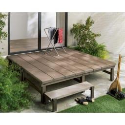人工木デッキ 180×180セット 180×180セット ゆとりのスペースが生まれる180×180cmセットは、物干し場としても活躍。