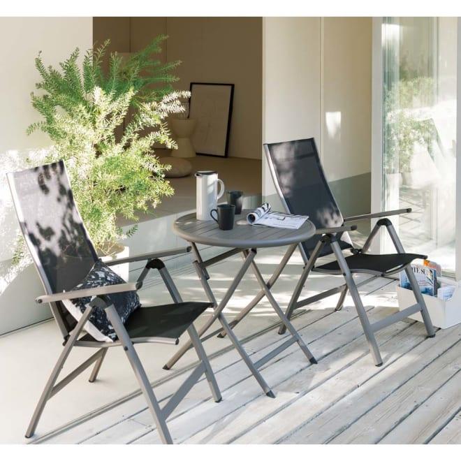 アーバンガーデン テーブル&チェア ラウンド 小 3点セット ベランダやバルコニーなど、省スペースで使いやすいサイズが新登場。