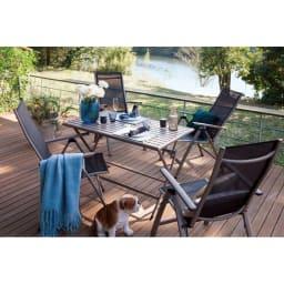 アーバンガーデン テーブル&チェア 長方形 5点セット 落ち着いた配色が上質感を高めます。お届けは、長方形テーブル+チェア4脚の5点セットです。