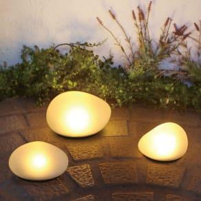 LEDソーラーストーンライト Mサイズ1個・Lサイズ1個 写真