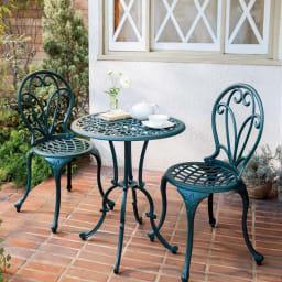 グリーンアルミ鋳物3点セット(テーブル×1、チェア×2) テーブル径60高さ71cm、チェア幅43.5奥行47高さ94cm。