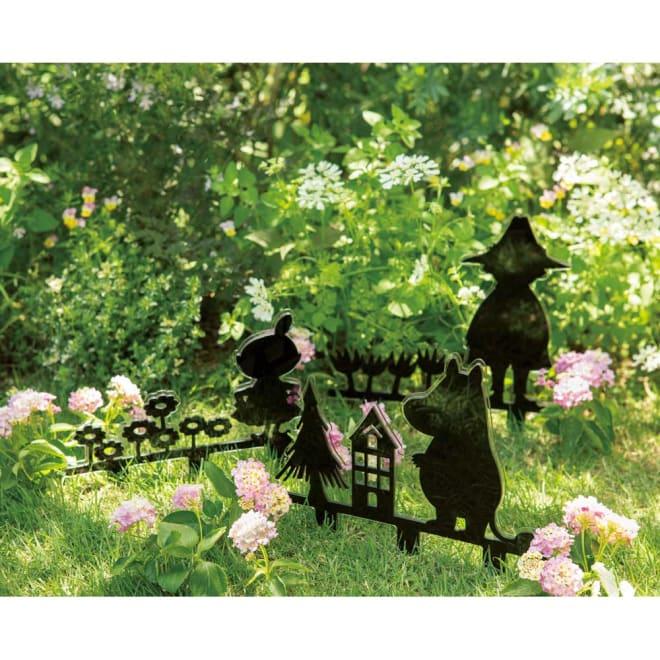 シルエットムーミンシリーズ フェンス3型セット 左からリトルミイ ムーミン スナフキン スタイリッシュなブラックアクリルでムーミンの仲間たちがシルエットに。お庭や花壇に大人のメルヘンの世界を演出するガーデンオーナメントです。