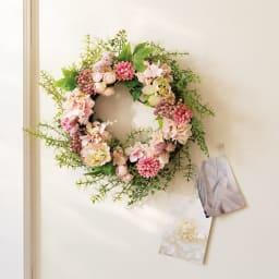 リースアレンジメント スプリングフラワー 〈使用花材〉クリスマスローズ、千日紅、アジサイ 他