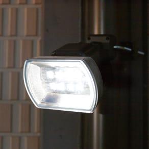 ハイパワー!電池式LEDセンサーライトワイド 写真