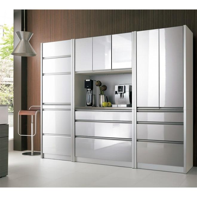 ContrnoII コントルノ キッチン収納シリーズ キッチンボード 幅100cm アルミシルバー色。写真はフラップボード&カップボードとの組み合わせ例。