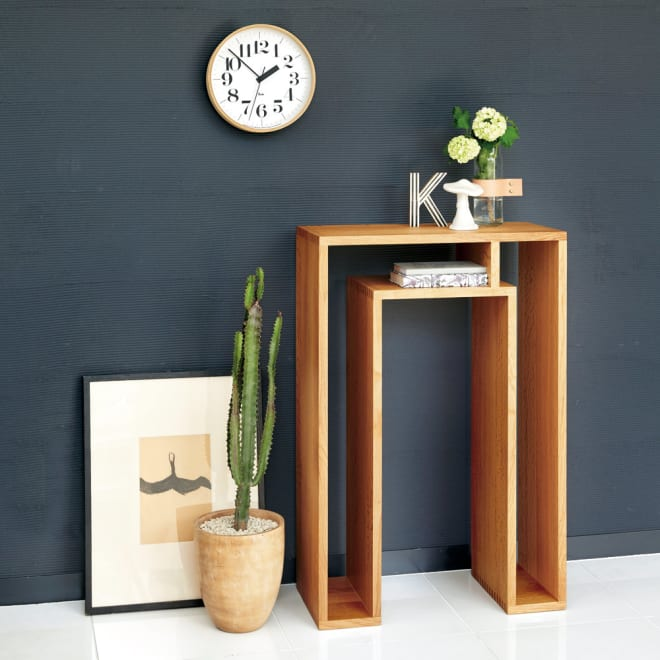 SHOJI ショージ オケージョナルテーブル 幅57高さ86cm コンソールテーブル[abode(アボード)/デザイン:ウー・バホリヨディン] [コーディネート例]ナチュラル:玄関やリビングルームをミニマリストなスタイリングに。風格の漂うコンソールテーブルです。
