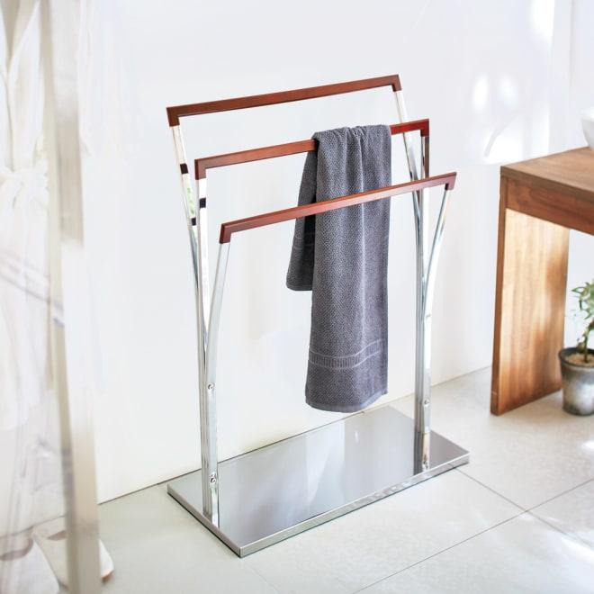 MDN タオルハンガー 幅65cm モダンな洗面所にぴったりのタオルハンガーです。クロムメッキとダークブラウンの配色がスタイリッシュなデザインです。
