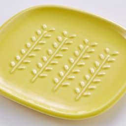 サクサクのパンを楽しめる! CRUST パン皿1枚 (ア)イエロー…鮮やかなビタミンカラーで、元気を出したい朝にぴったりの明るい色です。