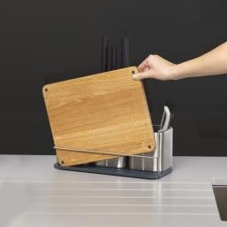 Joseph Joseph/ジョセフ ジョセフ ツールスタンド&まな板セット まな板は背面に立てて収納できます。