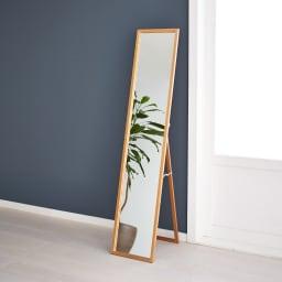 Incery(インサリー) 天然木製 スリムミラー 幅32cm ナチュラル どんなお部屋にも置きやすいシンプルで高級感のあるデザインです。