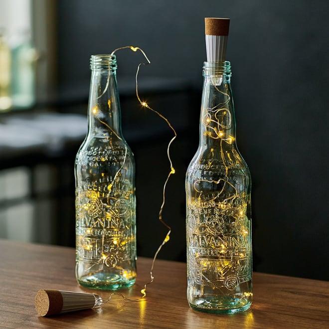 USBチャージボトル BY GALVAN/ガルバン 2本組 2本組 点灯時 1901年創業のイタリアのミネラルウォーターブランド・GALVANINA社のソーダ瓶がモダンな間接照明に。ライトはUSB充電式で、くり返し使えます。