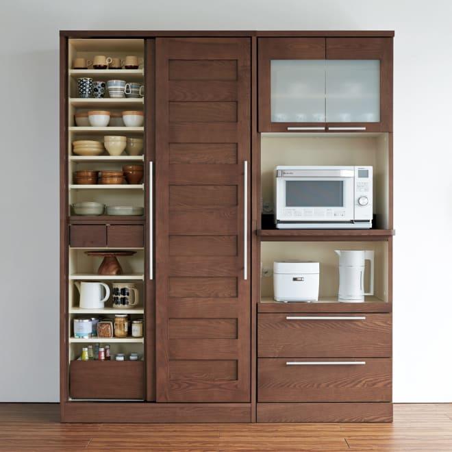 NexII ネックス2 天然木キッチン収納  レンジラック 幅70cm ダークブラウン 深みのある色合いが重厚感のあるホテルのラウンジのような空間を演出します。