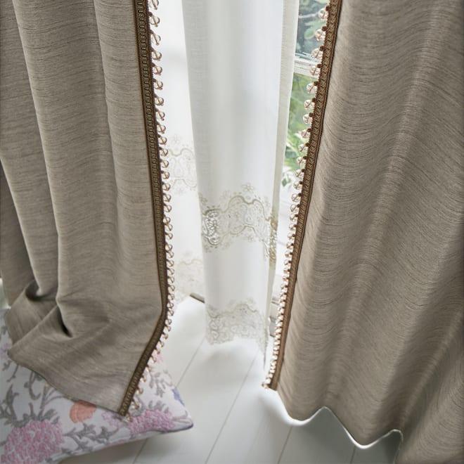 ビーズ付き遮光カーテン 2枚組 幅100×丈135cm コーディネート例 (イ)モカベージュ