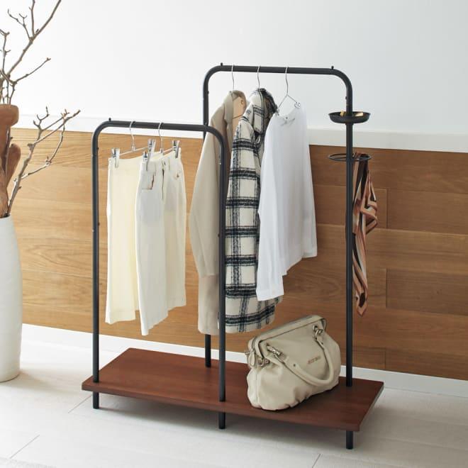 Sersta(セルスタ) スタンドハンガーラック ブラック リビング、玄関、寝室など置き場所を選ばないスマートなデザイン。2本のハンガーバーでたっぷり衣類を収納できます。