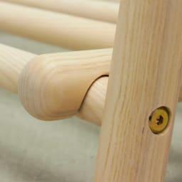 Ridge/リッジ A型天然木ハンガーラック 幅118cm 下部分の棚はフレームに引っ掛けて固定。取り外せばフラットに折りたたむことができます。