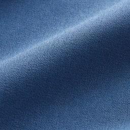 シワになりにくい ワンピースエプロン (イ)ブルー デニムのようにカジュアルに着こなせるさわやかな青色