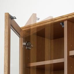 Chene/シェーネ ダイニングボード 幅80cm 扉ダンパー&耐震ラッチ。ガラス扉はゆっくり静かに閉まり耐震補助金具も装備。