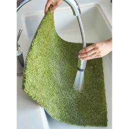 ふわふわソフトタッチタイルマット 同色組 ご家庭での手洗いが可能です。約50cm角のサイズなので、洗面台などでも手軽に洗うことができます。
