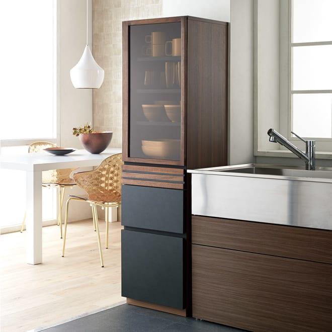 AlusStyle/アルススタイル 隙間収納 ハイタイプ(高さ164.5cm)幅45cm [使用イメージ]キッチンの隙間において、頻繁に使う食器・食品をまとめれば時短にも。