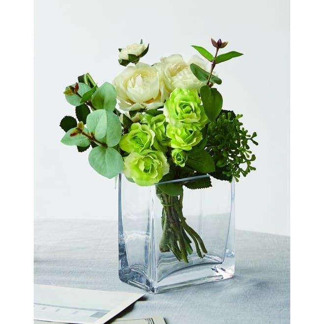 CT触媒加工 アレンジメントフラワー 小 落ち着いたグリーン系の植物を集めているので、お部屋を選ばず飾ることができます.