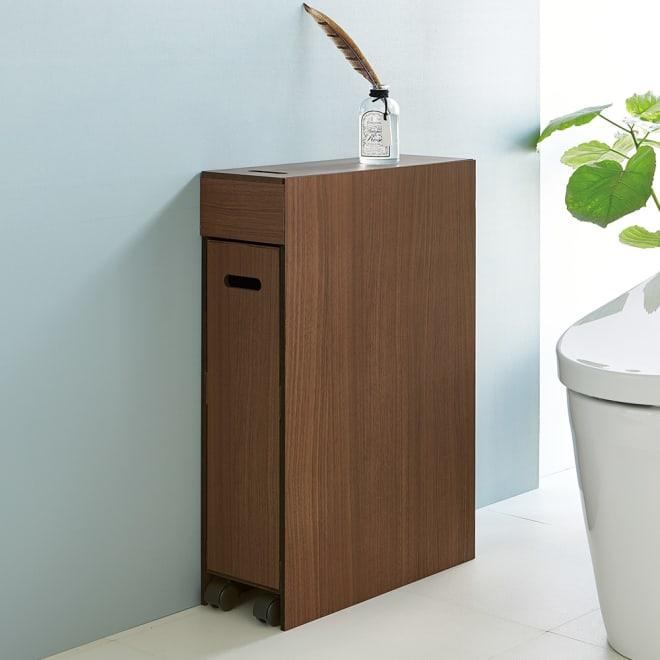 スライド式 トイレ 収納 コンパクトタイプ (イ)ブラウン 狭いトイレにも置けるスライド式ワゴン。小物や掃除用品など、トイレの必需品が、すっきり隠して収納できます。
