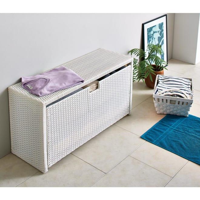Nelia/ネリア ラタン調 ドレッシングルームベンチ ワゴン 幅90cm (ア)ホワイト 幅90cmワゴンタイプ。お風呂上りに腰掛けるのに便利なドレッシングルームベンチ。引き出しには化粧品やタオルなどストック品を収納するのに便利です。