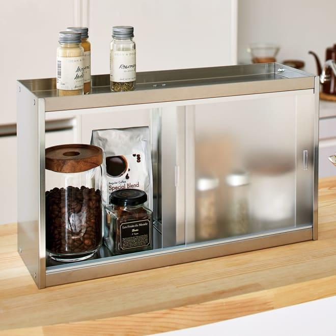 ステンレスカウンター上収納 引き出しなし 幅45奥行15cm お手入れしやすいステンレス製のカウンター上収納庫。キッチン側・ダイニング側の両方から出し入れできます。
