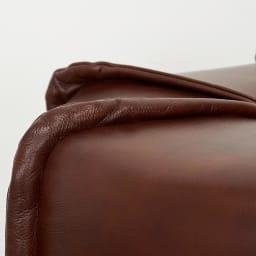 Maukasta/マウカスタ スツール スツールのパイピングデザインも細部までこだわっています。