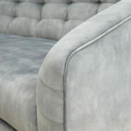 klassine/クラシネ スチールデザインソファ 2.5人掛け 肘部分アップ 丸みを帯びた軽やかなデザイン