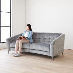 klassine/クラシネ スチールデザインソファ 2.5人掛け ゆったりとした奥行。座り心地も抜群です。