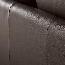 Luola/ルオラ 総革張りレザーソファ ラブソファ(2人掛け) 丁寧な縫製で細部まで美しく。