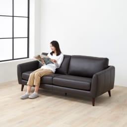 Luola/ルオラ 総革張りレザーソファ トリプルソファ(3人掛け) クッションに使われているウレタンは、ソファ用に特別に作られたもの。座り心地にもこだわったソファです。