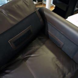 総革張り・レザーソファシリーズ ラブソファ・幅162cm[LX コレクション](2人掛け) 背クッションの裏側と背もたれの内側。ジッパーと面ファスナーで固定しています。