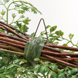 アジアンタム インテリアグリーン グリーンスワッグ 根元の金具にピンを刺すと丁度よい角度に。