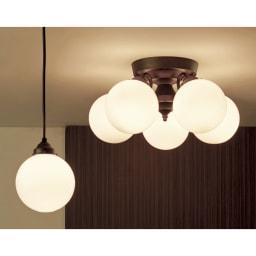 Tango ペンダント 5灯 [点灯時]ホワイト ※右側がお届け商品の「5灯」です。