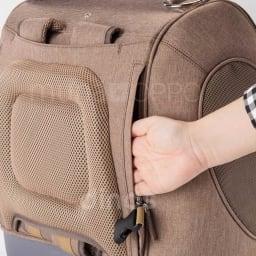 ミュナペットキャリーバッグ 背中にポケット付き。