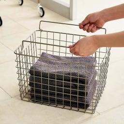 Lueur/リュエール シャンパンゴールドランドリー バスケットワゴン 3段 タオルや洗剤を収納できるバスケット付き。
