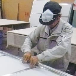 割れない軽量フィルムミラー 姿見 木目調フレーム 約51×161cm 職人の丁寧な手張りで1つ1つ作られています。