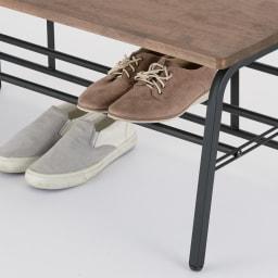 ラバーウッド玄関ベンチ 幅60cm 下段の棚は脱いだ靴の一時置きに便利。