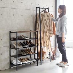 ビンテージ調 スリム シューズラック 幅70cm シリーズ品のAラインハンガーと並べて使うことも可能です。