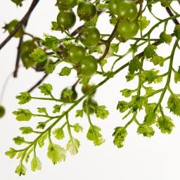 アジアンタム アレンジメント リース スワッグ 葉のグラデーションがリアル感を演出し、まるで本物のような美しい表情を見せます。