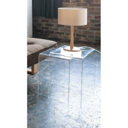 Gel/ジェル アクリルネストテーブル 3台セット 大のテーブルには、ランプなどのあまり動かさないものを置いて、据え置きに