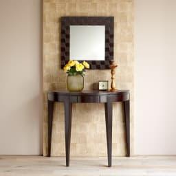 PHILOS/フィロス プリズミー壁掛けミラー・ウォールミラー 幅60×高さ60cm ダークブラウン シリーズの半円コンソールテーブルとのコーディネート例