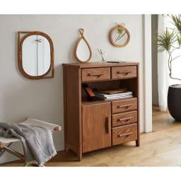 ラタンデコレーションシリーズ リーフミラー 木の質感が美しい家具とコーディネートするのにぴったり。簡単にぬくもりあふれるナチュラルなインテリアが完成します。