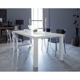 Multi マルチダイニングテーブル ウッドレッグタイプ 幅180cm コーディネート例:ホワイト どんなチェアとも上手にコーディネートできるホワイトのテーブル。